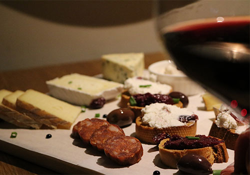 wine-by-the-glass-with-food